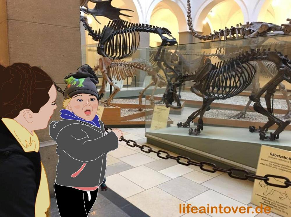 Kind im Dino-Museum in München_lifeaintoverde