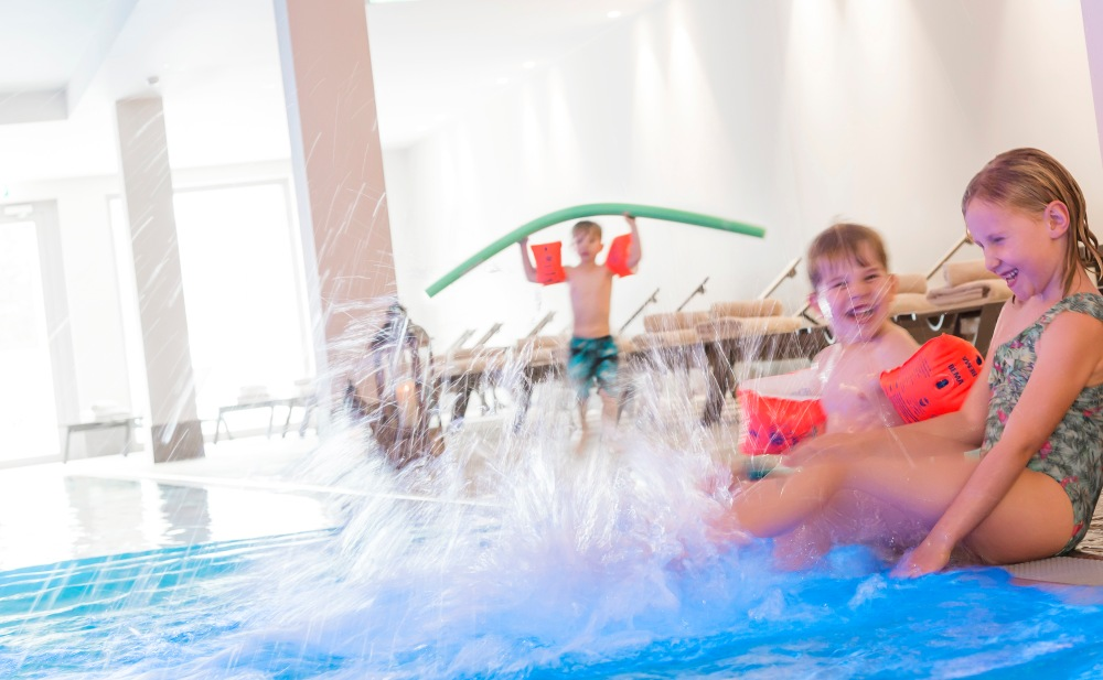 AMERON Swiss Mountain Hotel Davos_Kinder- und Familienangebot_Splash Time im VITALITY Spa.jpg
